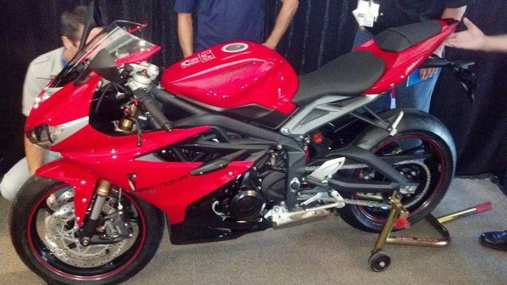 2013-triumph-daytona-675-spy-shots-show-minor-modifications-50719_1.jpg